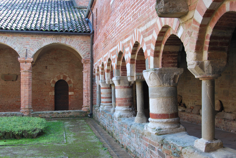 Abazia Santa Maria di Vezzolano – chiostro.
