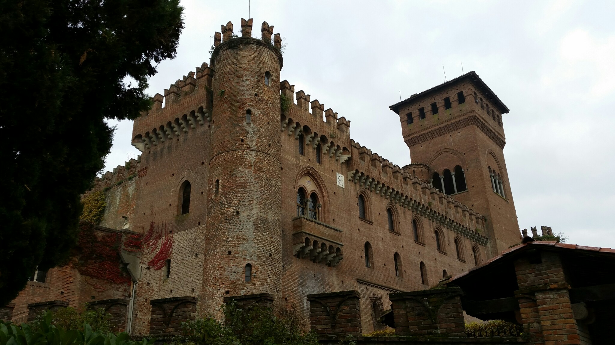 Photo of Il castello di Gabiano, revival neo-medioevale nel Monferrato casalese e azienda vinicola di prestigio
