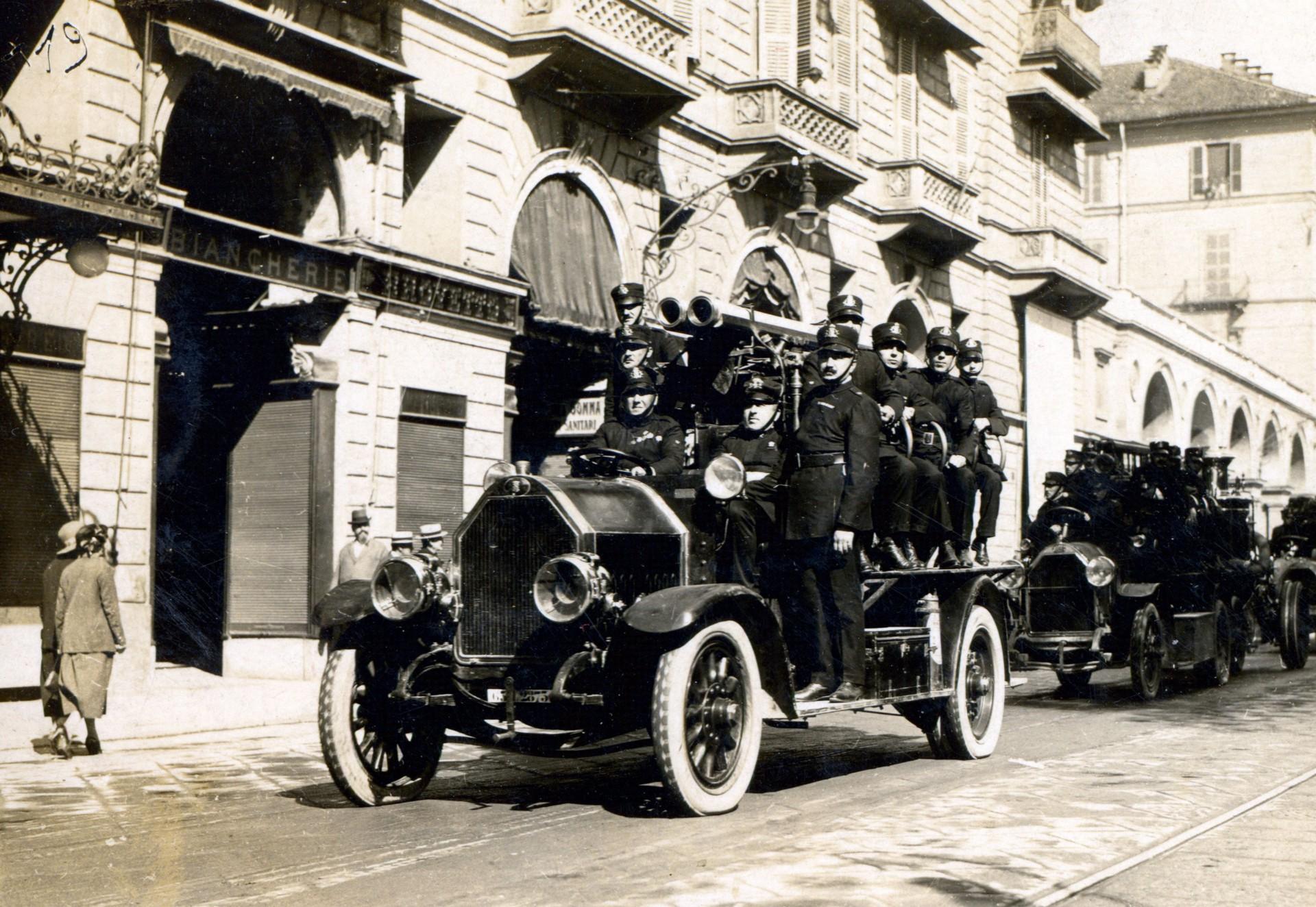 Photo of Torino che brucia, il pronto intervento nel corso dei secoli (2)