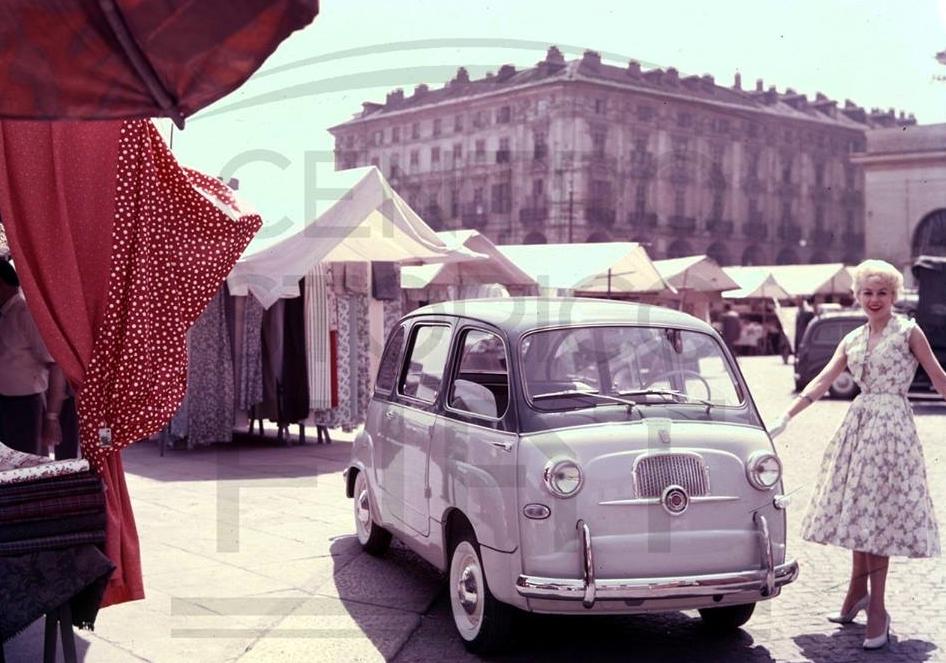 1958. Fiat 600 Multipla. Porta Palazzo. Torino.