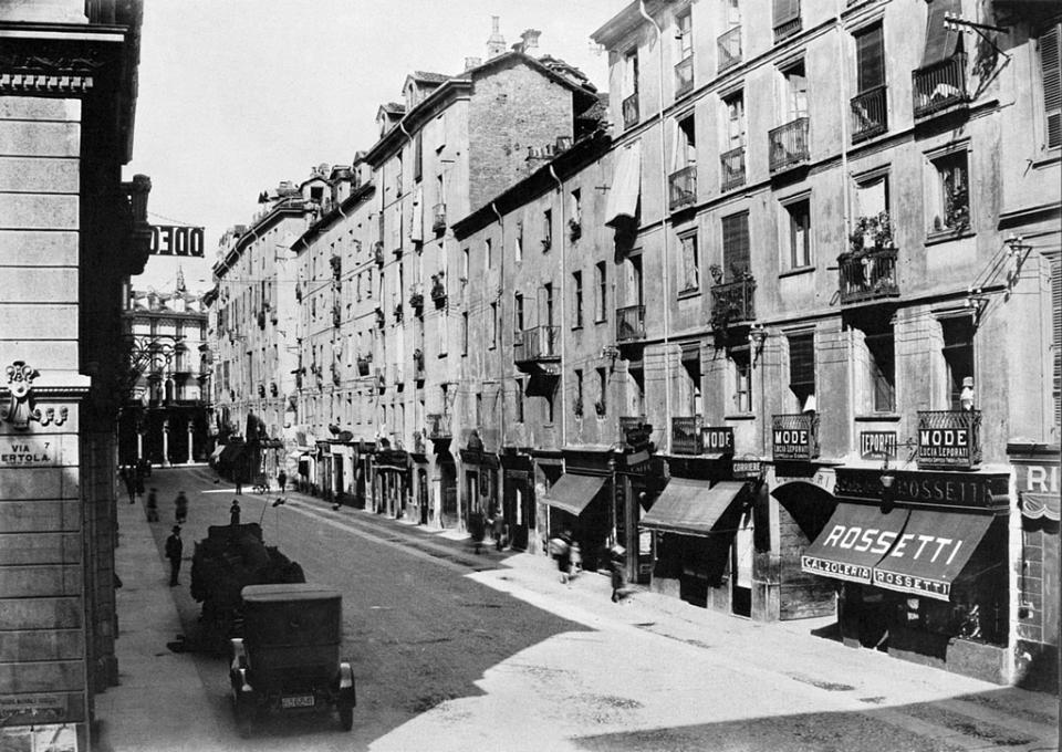 Anni 20 – Torino – Via Viotti angolo via Bertola