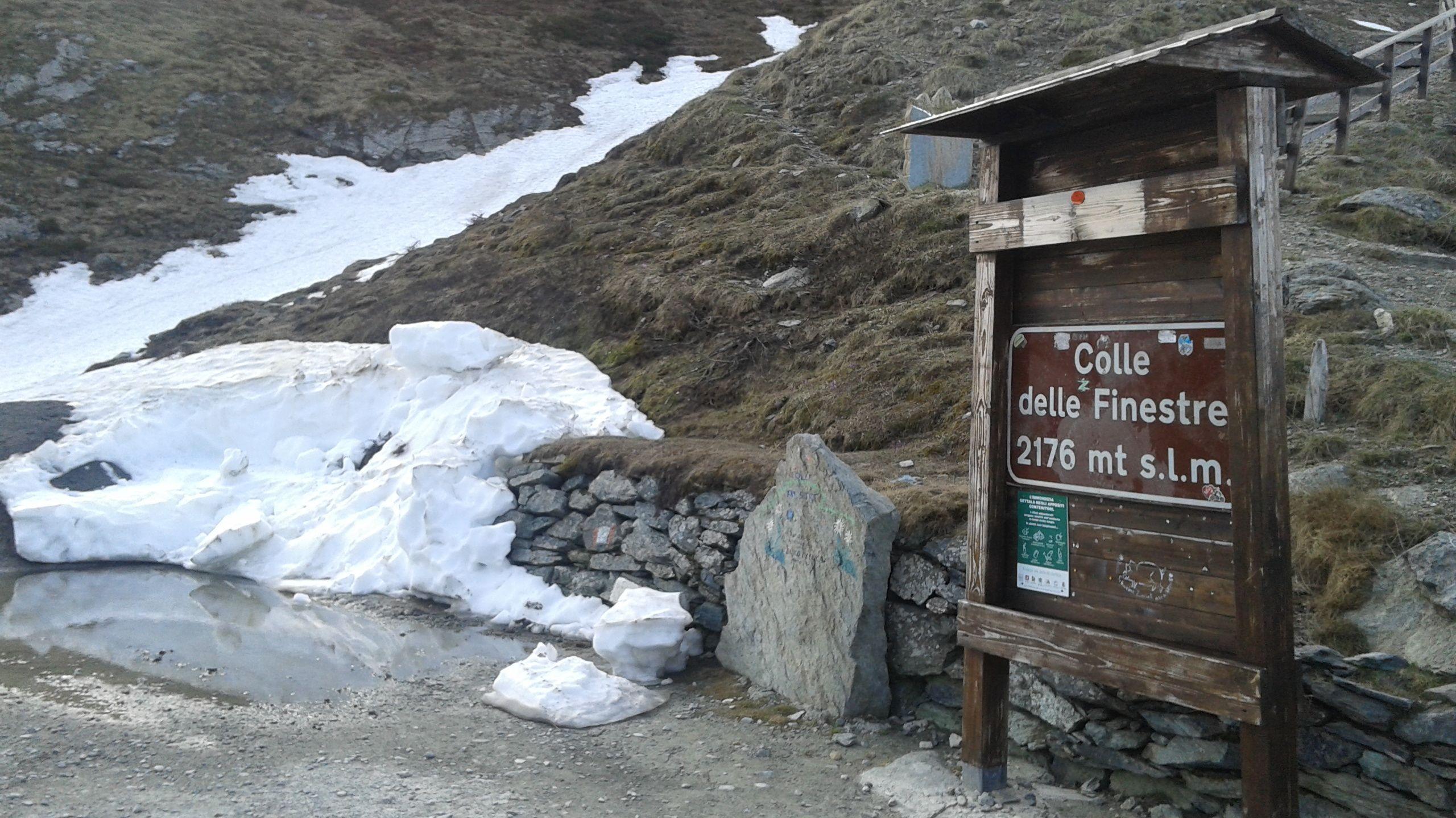 Photo of In attesa del Giro, tecnici al lavoro per sgomberare la neve in montagna