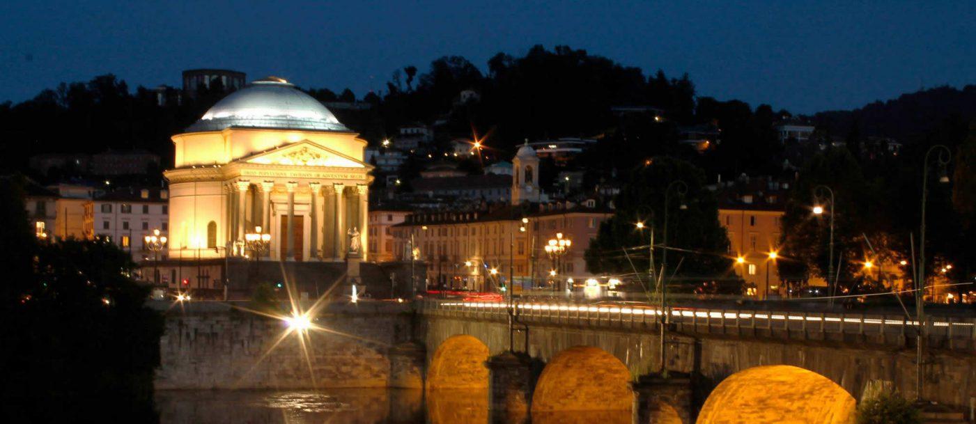 Photo of Un tour notturno di due ore e mezza alla scoperta della Torino magica e misteriosa