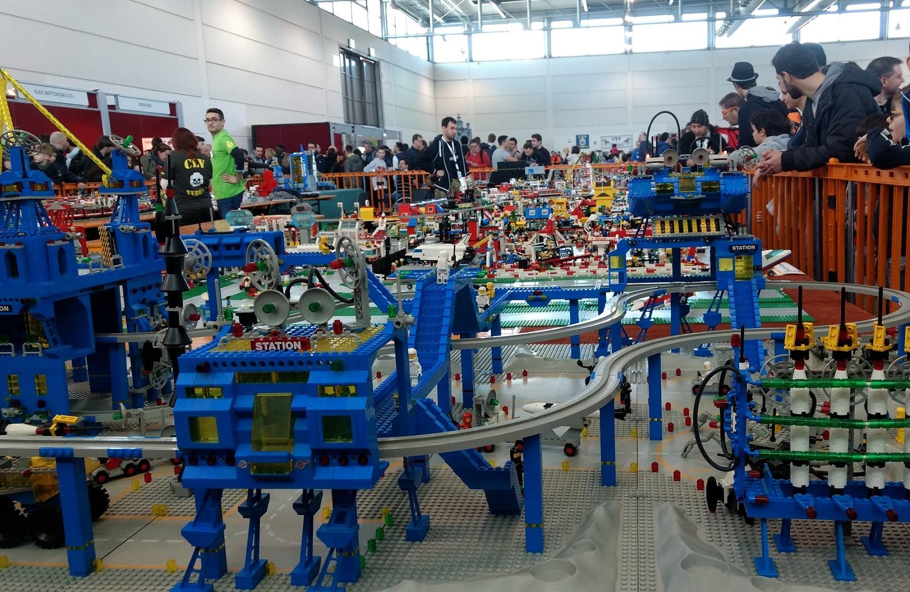 Photo of Torino invasa da modellismo, giochi, realtà virtuale, Lego e anime giapponesi
