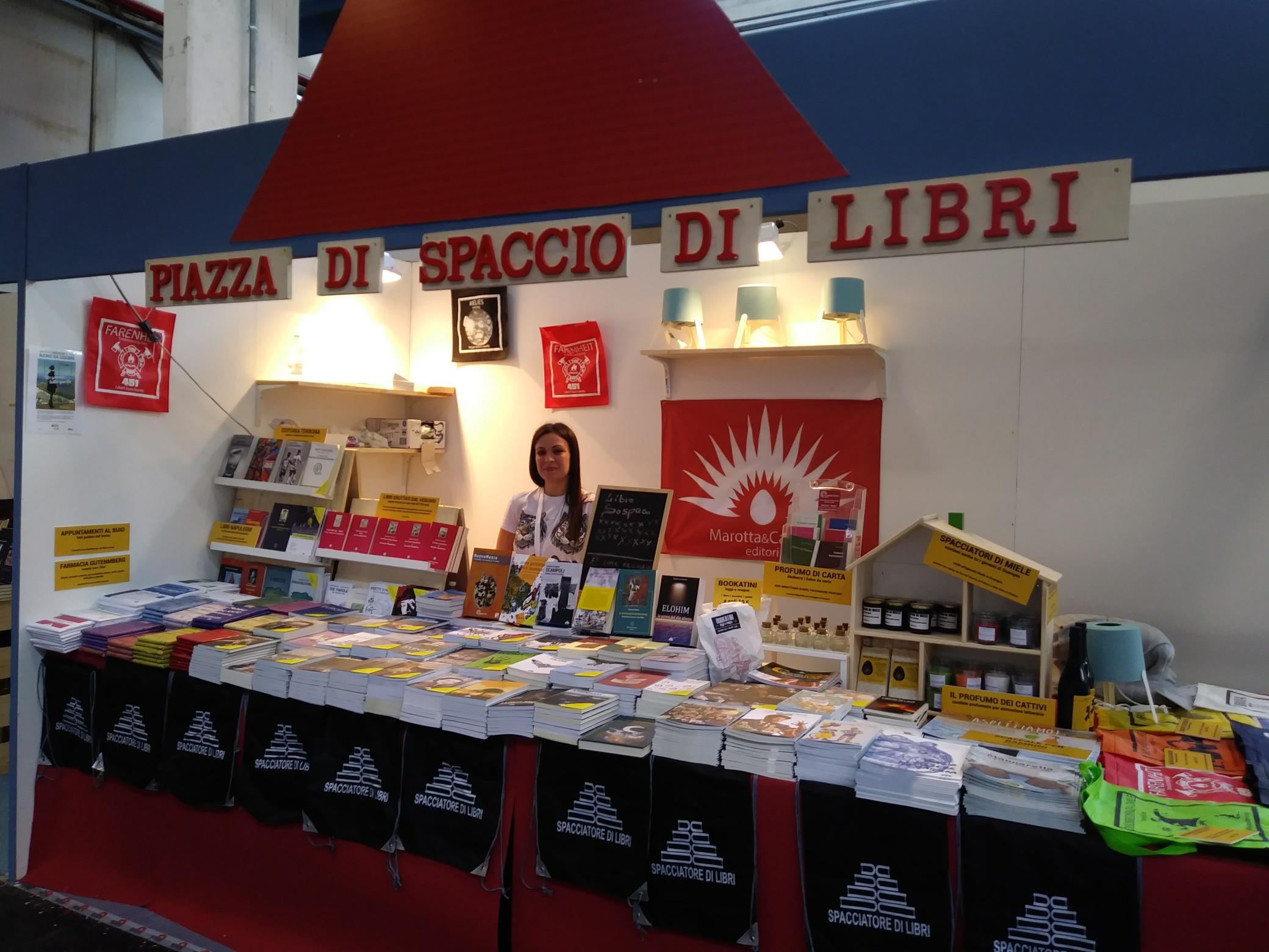 """Photo of Spaccio al Salone: i libri """"terroni"""" di Scampia"""