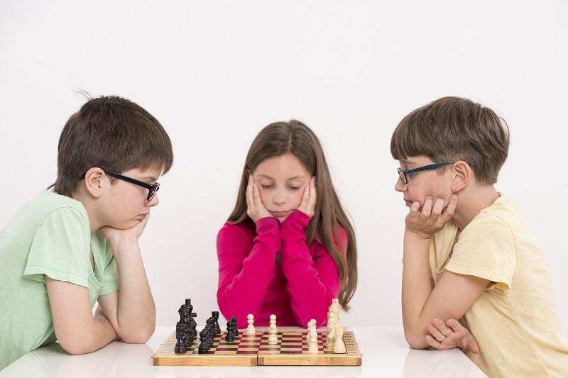 Photo of I bambini che giocano a scacchi diventano più bravi a scuola