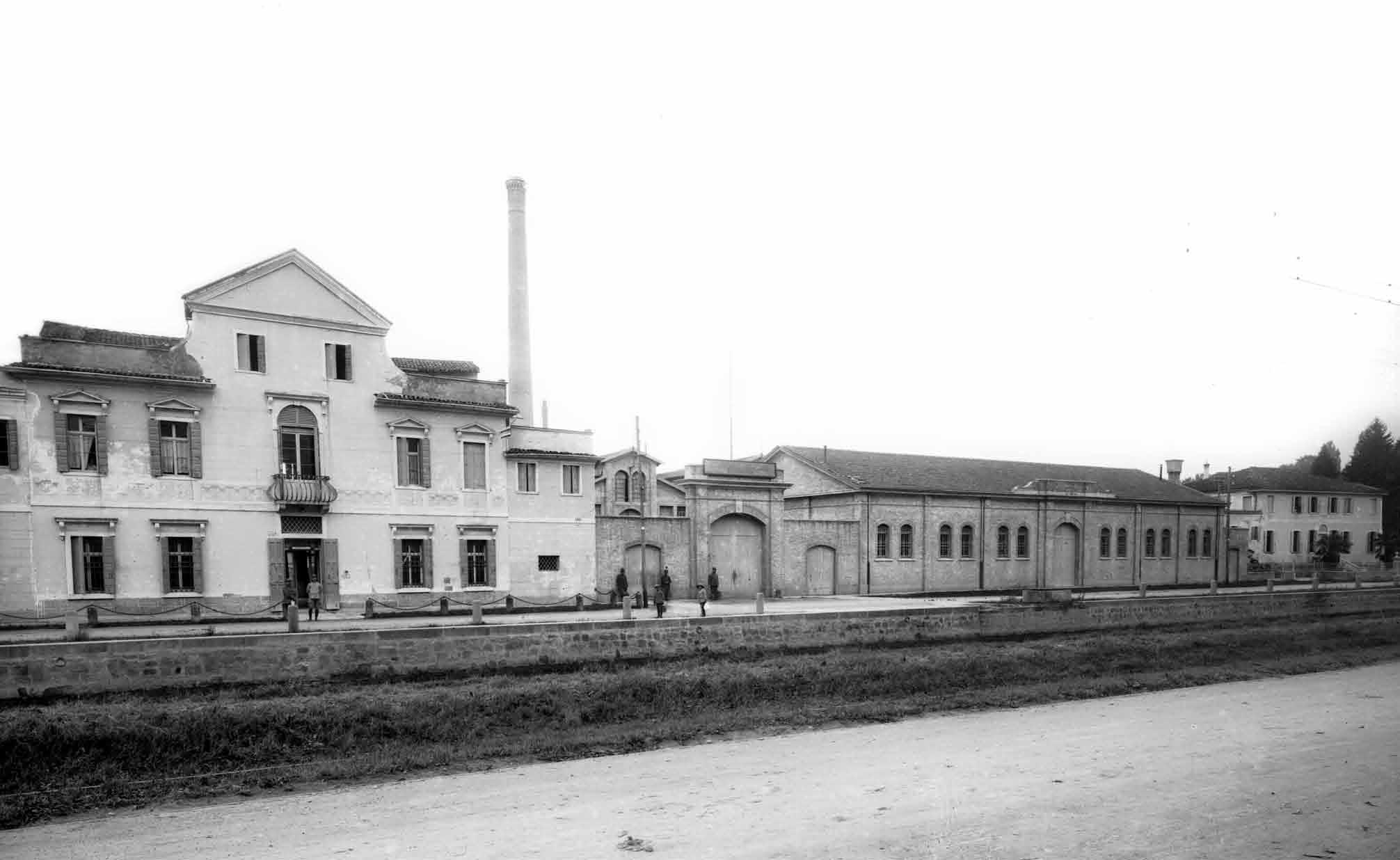 Quando al posto delle molinette c era la fabbrica dei for Fabbrica mobili torino
