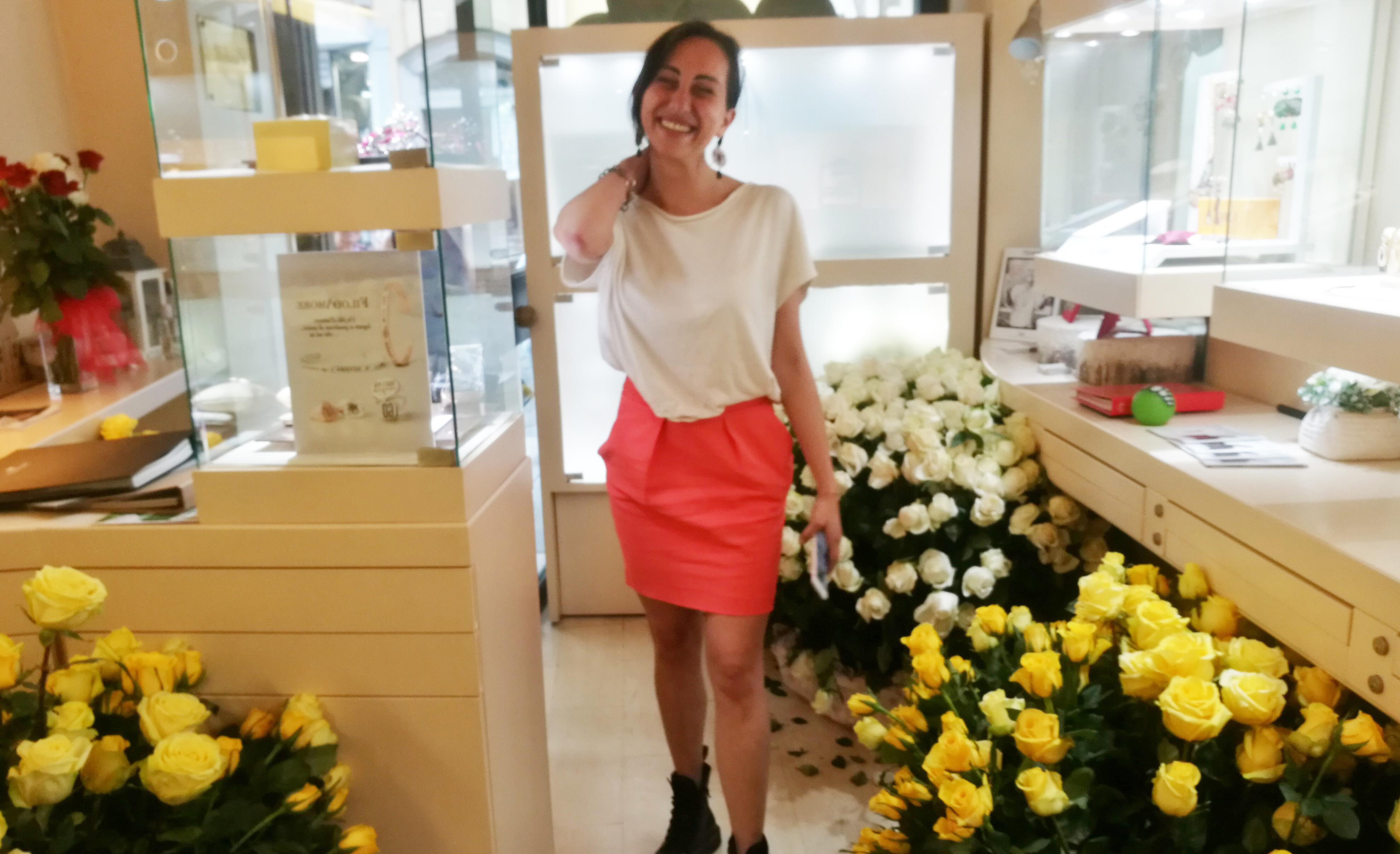 Photo of Spasimante misterioso invia 1.800 rose per conquistare il cuore di una giovane vercellese