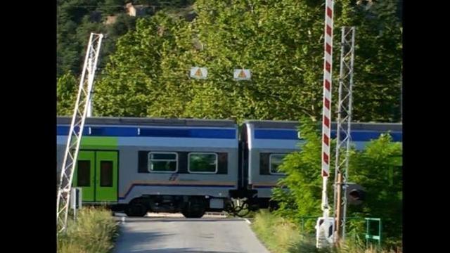 Photo of Passaggio a livello aperto a Borgone di Susa, il macchinista evita la tragedia