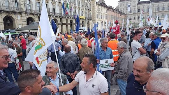 Photo of Via Po bloccata da 5.000 cacciatori: sale la protesta contro la nuova legge regionale