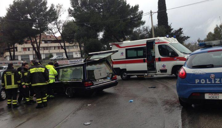 Photo of Colpito da infarto sul carro funebre, travolge e uccide una giovane mentre fa jogging