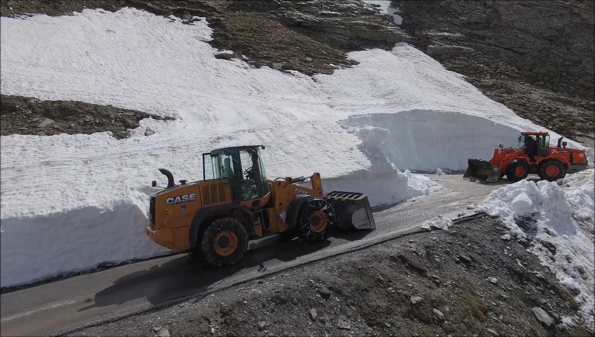 Photo of Riapre il Colle della Lombarda, procede lo sgombero neve al Colle dell'Agnello
