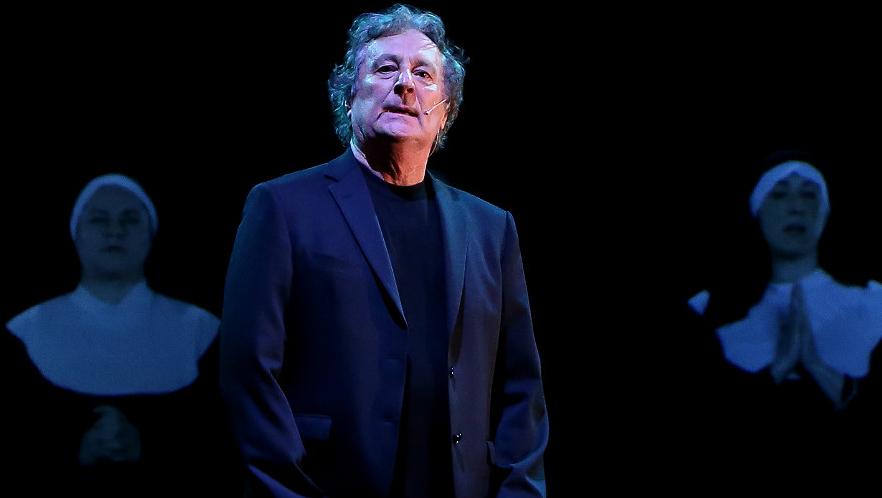 """Photo of Venerdì 29, Enzo Iacchetti in teatro tra comicità ed intervista """"confidenziale"""""""