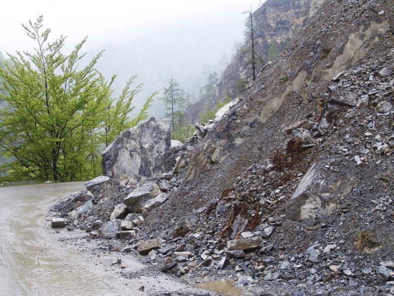 Photo of Un'altra frana sulla provinciale del Vallone di Elva: si complica la possibilità di una riapertura a breve