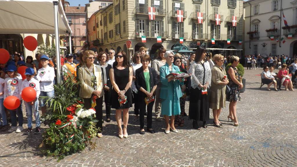 Photo of Sindaci senza il tricolore stamane ad Asti per protestare contro la Legge di Stabilità