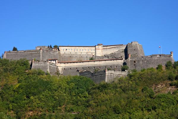 Photo of Domeniche estive, il Forte di Gavi si racconta in uno spettacolo itinerante