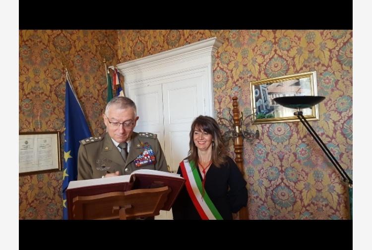 Photo of Fontanile ha dato la cittadinanza onoraria al Capo di Stato Maggiore Claudio Graziano