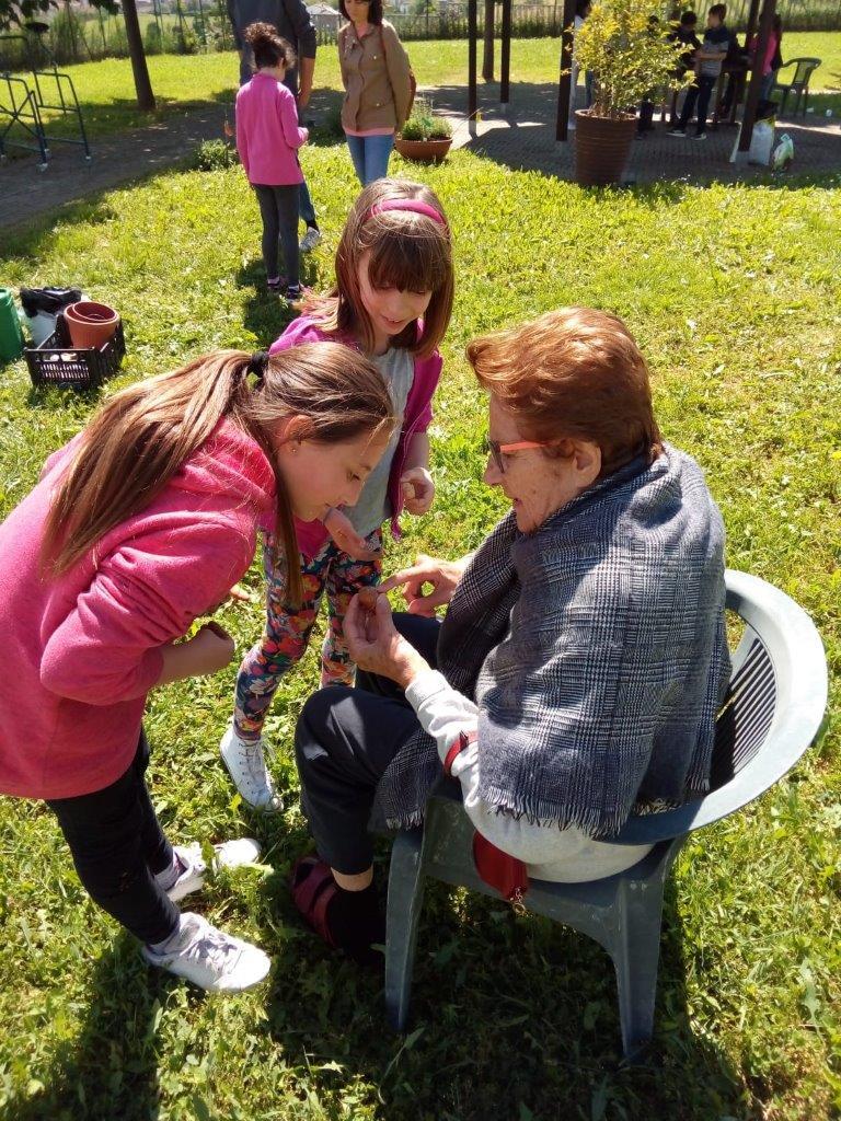 Photo of Nizza Monferrato, bambini ed anziani tornano assieme al lavoro nell'orto