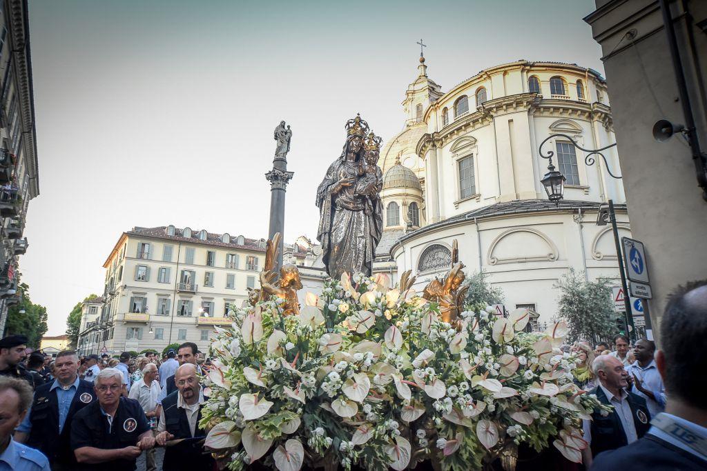 Photo of Gli appuntamenti di mercoledì 20 in Piemonte: alla processione della Consolata con Nosiglia