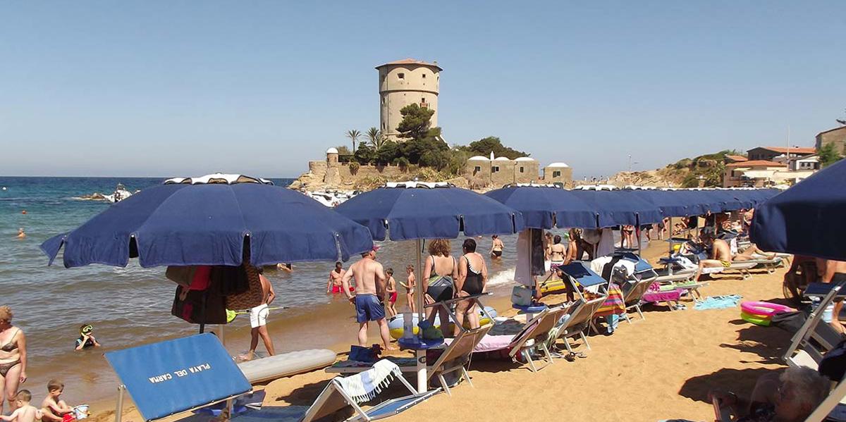 Photo of Estate condivisa sotto lo stesso ombrellone grazie all'idea di una giovane coppia piemontese
