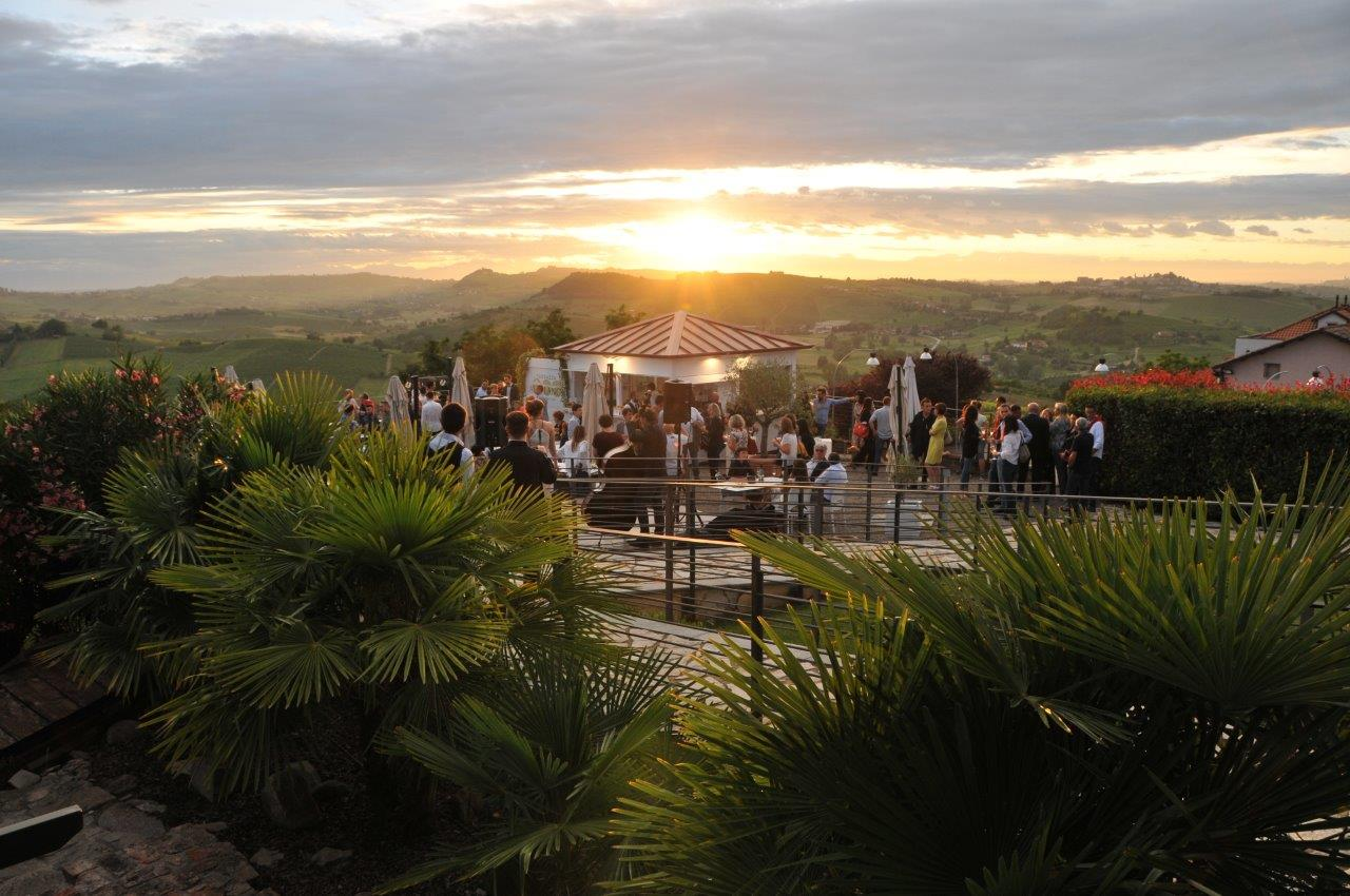 """Photo of Castello di Moasca, inaugurata """"Terrazza Alta Langa"""" per un'estate all'insegna delle bollicine"""