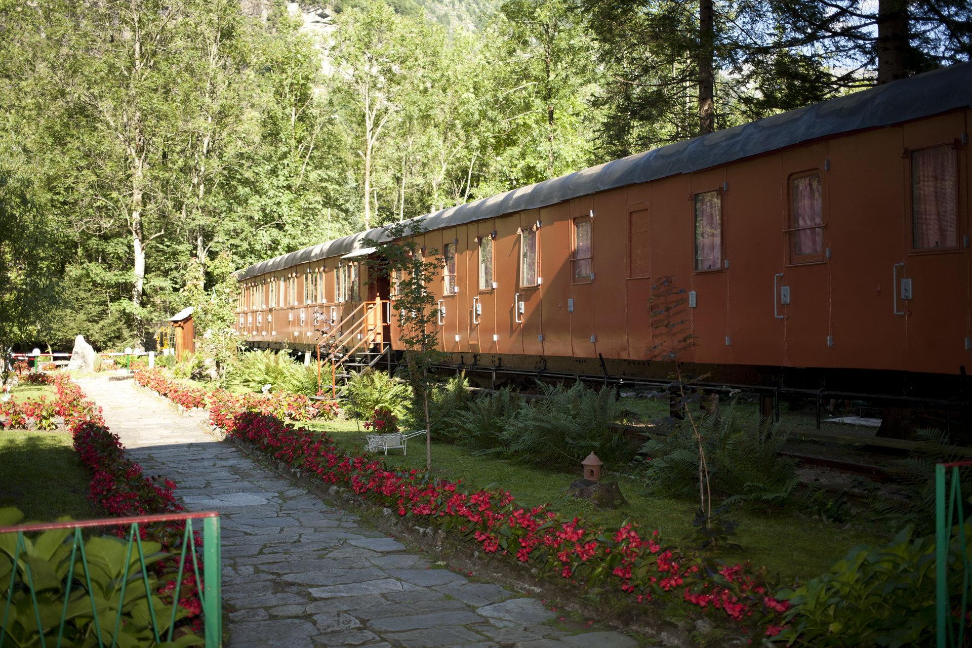 Photo of In Val Formazza, le vecchie carrozze sono diventate confortevoli camere dove alloggiare