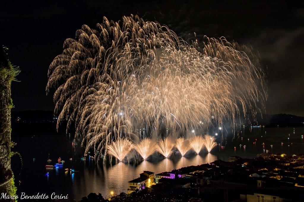Photo of Nel VCO, prosegue in riva al lago di Mergozzo il Festival dei Fuochi d'Artificio