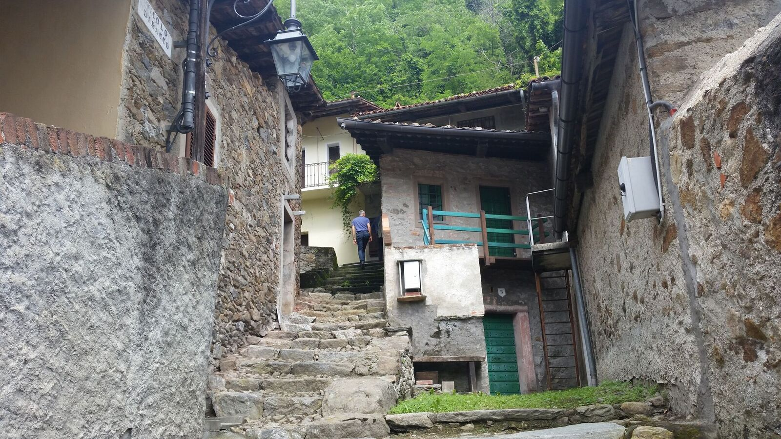 """Photo of Le cantine naturali addossate alle rocce moreniche del Mombarone: ecco i """"Balmit"""""""