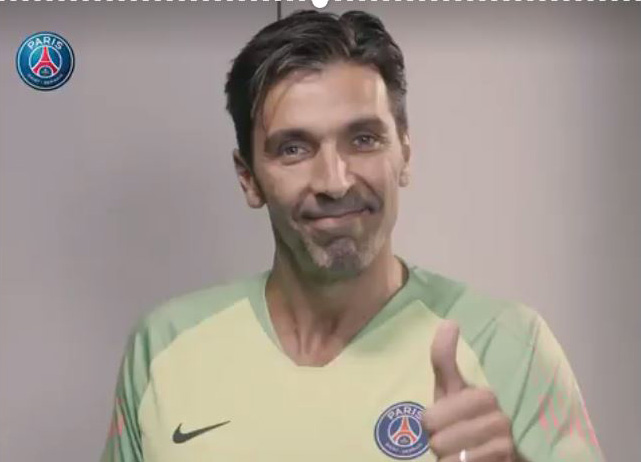 Photo of La prima volta di Gigi Buffon con la maglia del Psg: un video sul sito del club parigino