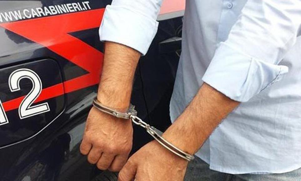 Photo of Da dieci anni estorcevano danaro a un anziano: due arresti nel Pinerolese