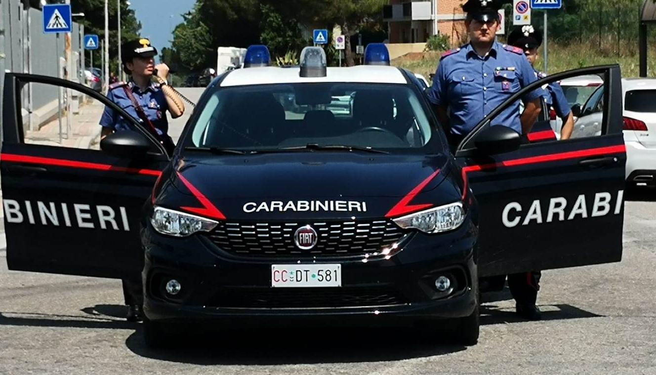 Photo of Si apparta con una prostituta e poi la rapina, carabinieri sulle tracce del malvivente
