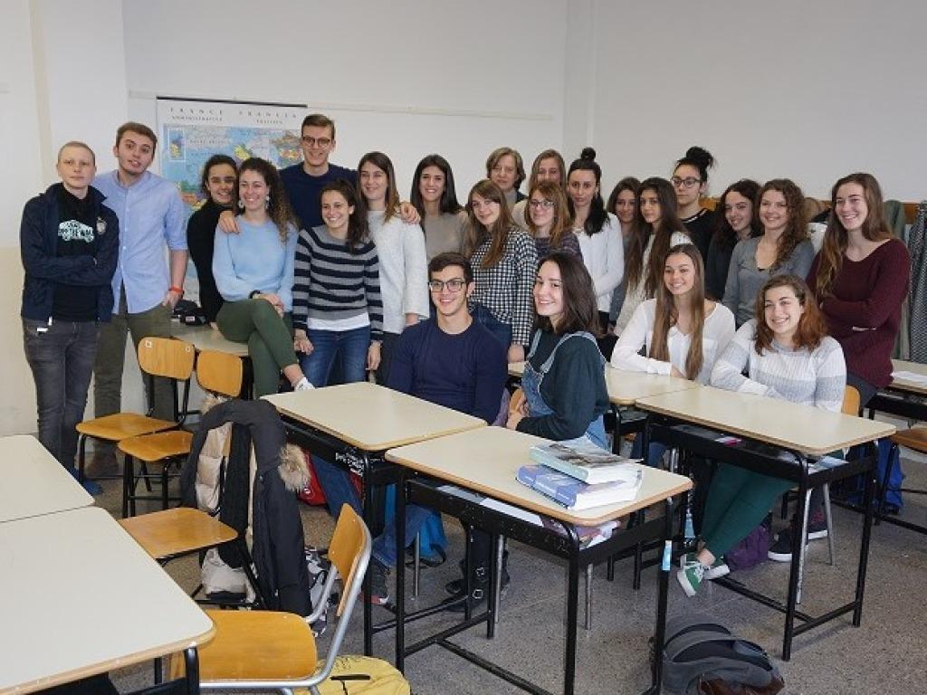 Photo of La Regione premia una classe novese: tutti vaccinati per proteggere il compagno malato