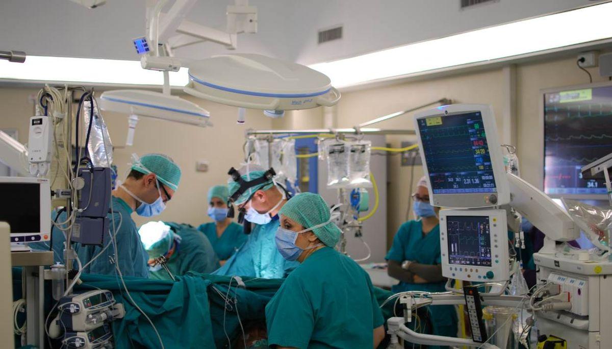 Photo of Reduce da intervento al cuore senza incisioni, il dottor Brscic racconta: ecco come ci siamo riusciti