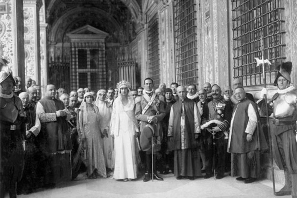 Photo of Dal 5 agosto, gli abiti di corte di Maria Josè di Savoia in esposizione al castello di Sarre