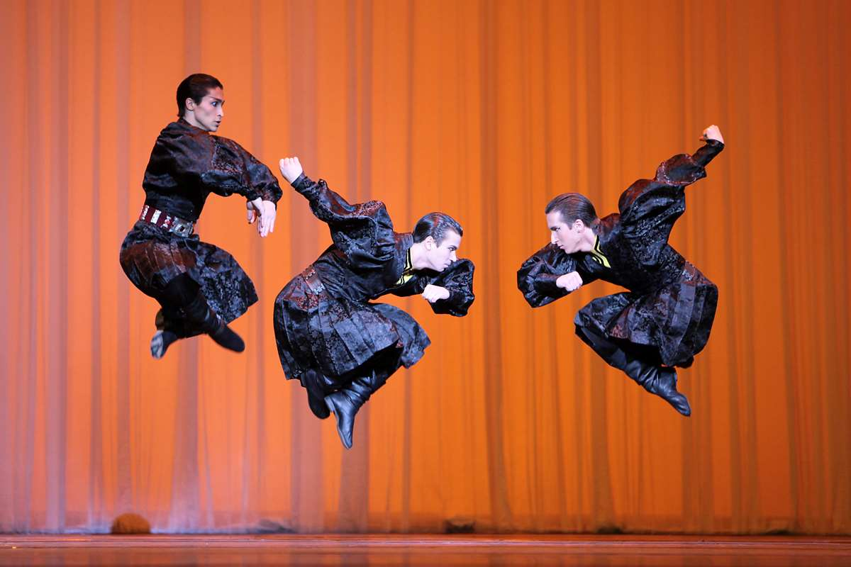 Photo of Le danze popolari russe approdano sul palco di Piazzetta Reale