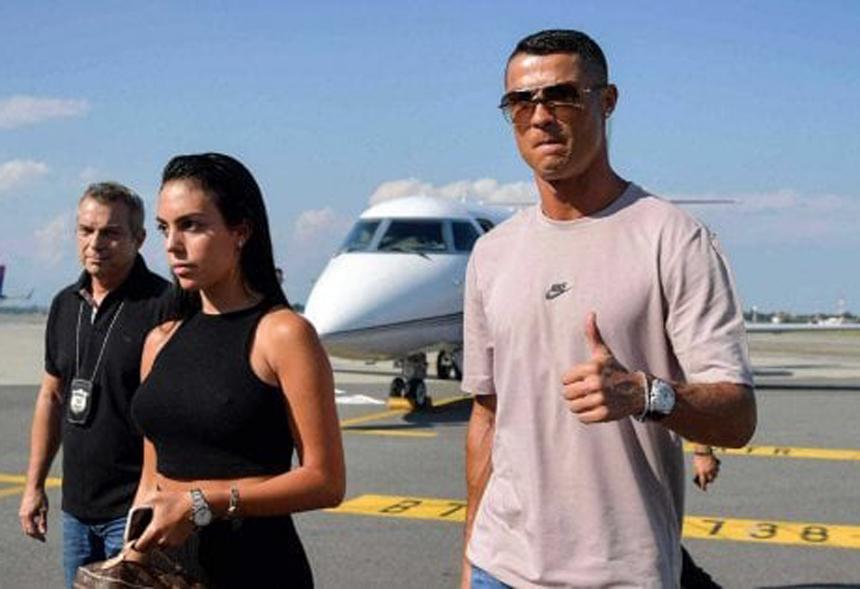 Photo of Cristiano Ronaldo ha colto tutti di sorpresa: è arrivato a Caselle già domenica pomeriggio