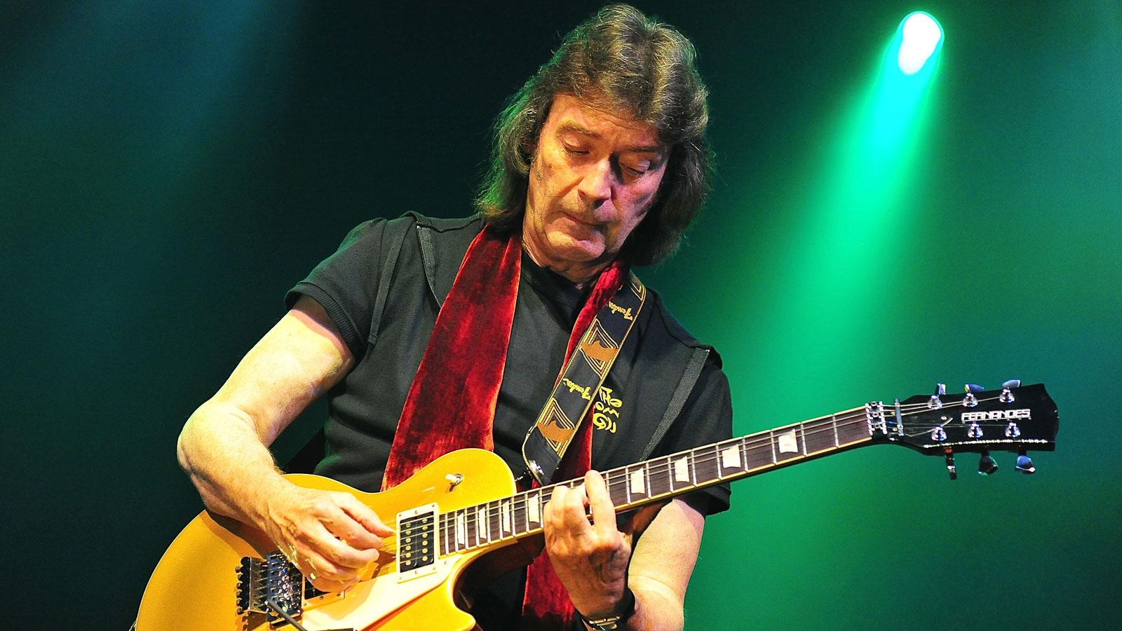 Photo of Il grande chitarrista Steve Hackett (ex Genesis) ospite sabato 7 a Monforte d'Alba