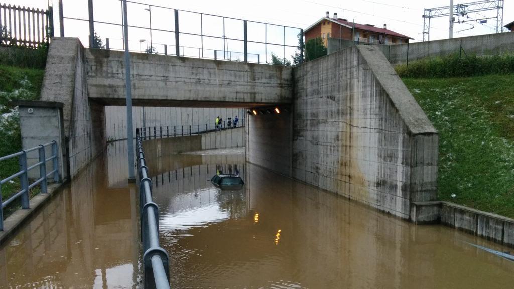 Photo of Rivarolo, un semaforo d'emergenza per il sottopasso dov'è annegato l'operaio di Favria