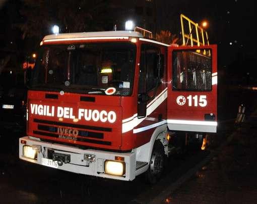 Photo of Un furgone e quattro auto distrutte dalle fiamme a Chivasso: indagano i carabinieri