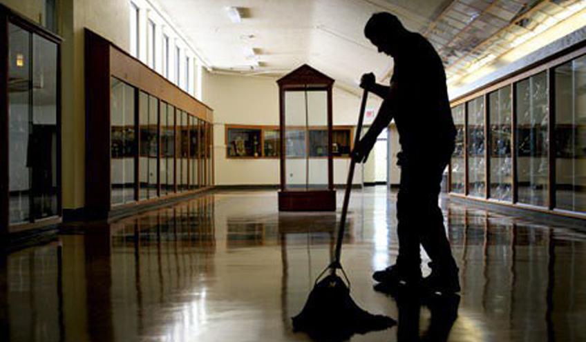 Photo of Esodato dal 2010, trova lavoro a tempo indeterminato a 66 anni come bidello