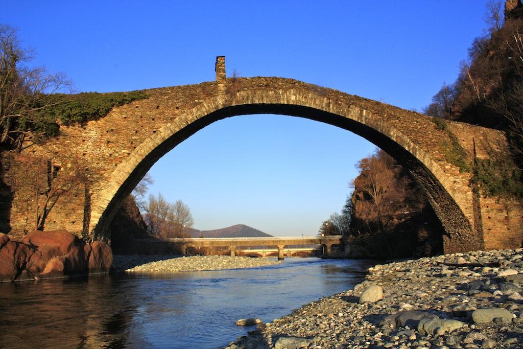 Photo of Ponti del diavolo, le stupefacenti opere di pietra che sopravvivono al logorio del tempo e della storia