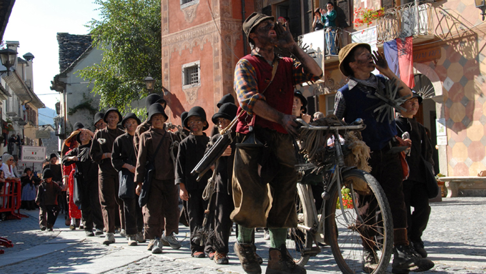 Photo of Raduno degli spazzacamini: in Val Vigezzo arrivano anche da Giappone e Uruguay