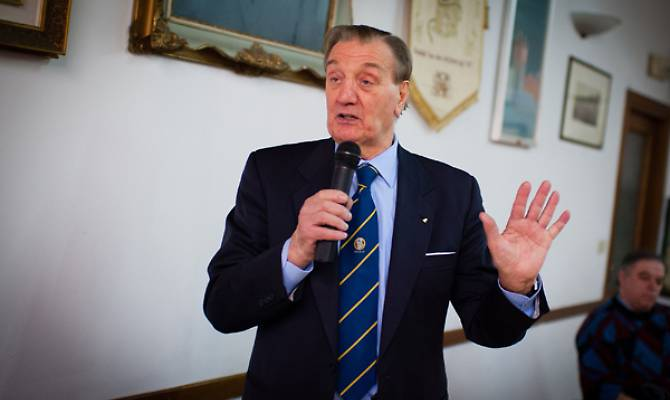 Photo of L'ex arbitro di calcio Alberto Michelotti, da sempre vicino a chi soffre