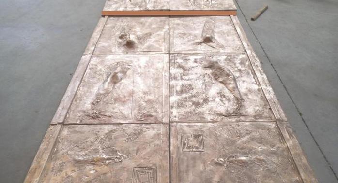 Photo of L'artista svizzero Mathys dona una porta in bronzo all'Arcidiocesi di Torino