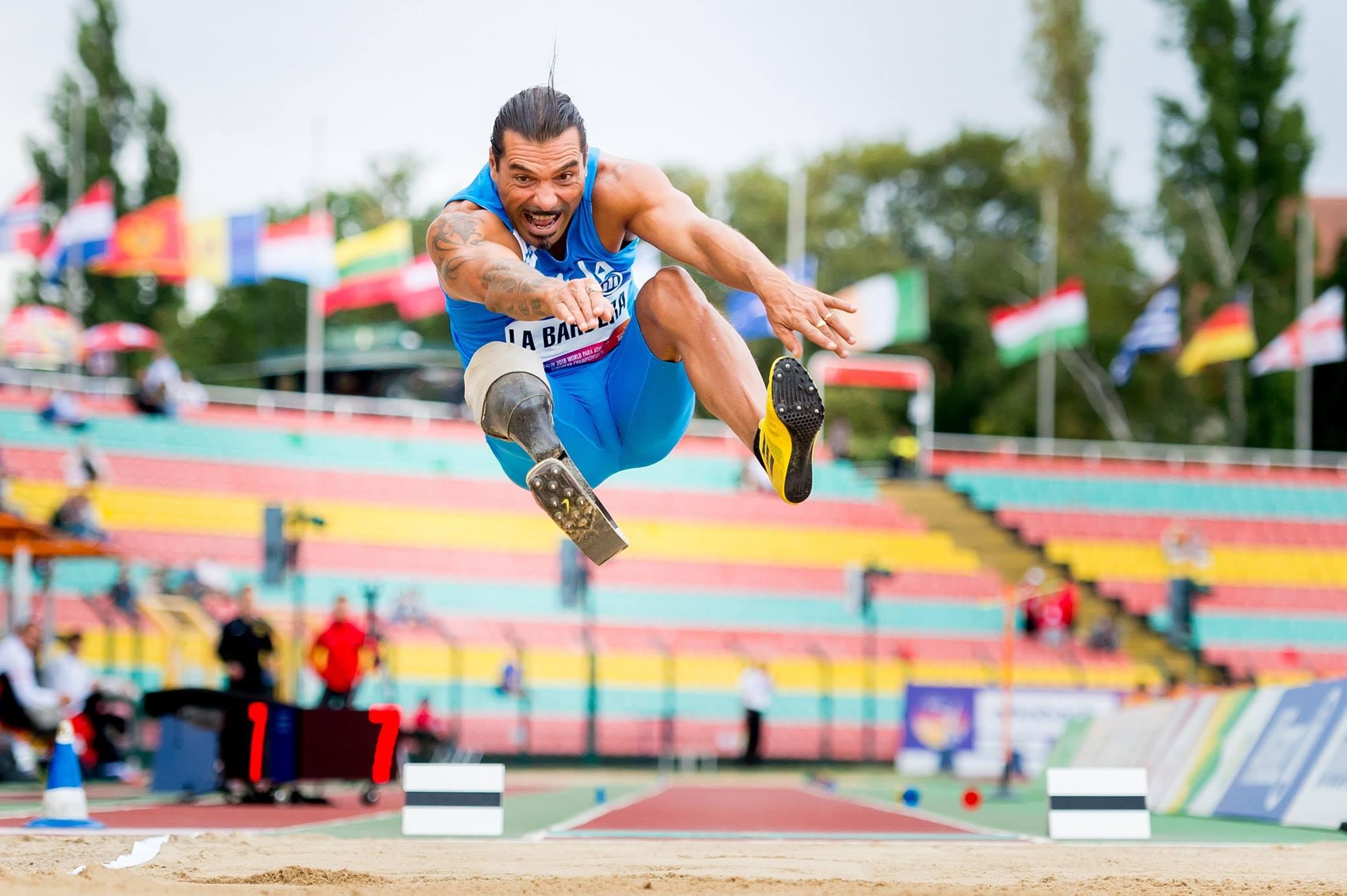 Photo of Salto in lungo, l'impresa del paralimpico La Barbera ai Mondiali per normodotati