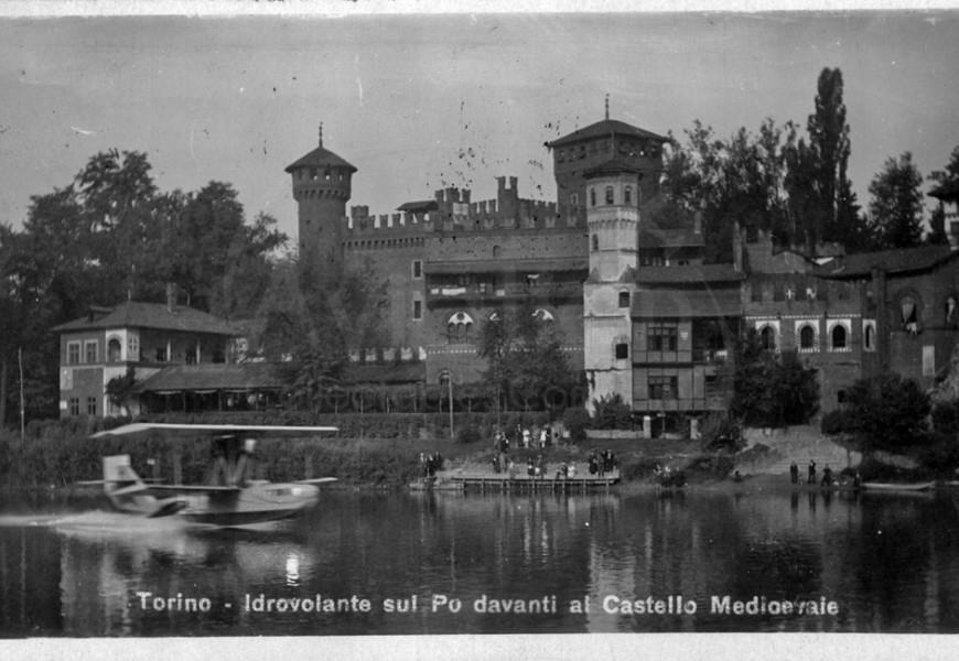 Un idrovolante Cant 10 della S.I.S.A ripreso in decollo dal fiume Po davanti al parco del Valentino a Torino alla volta di Trieste.