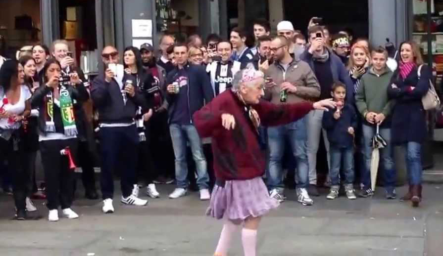 Photo of L'addio ad Annina, nonna ballerina e ultima vera regina del Balon