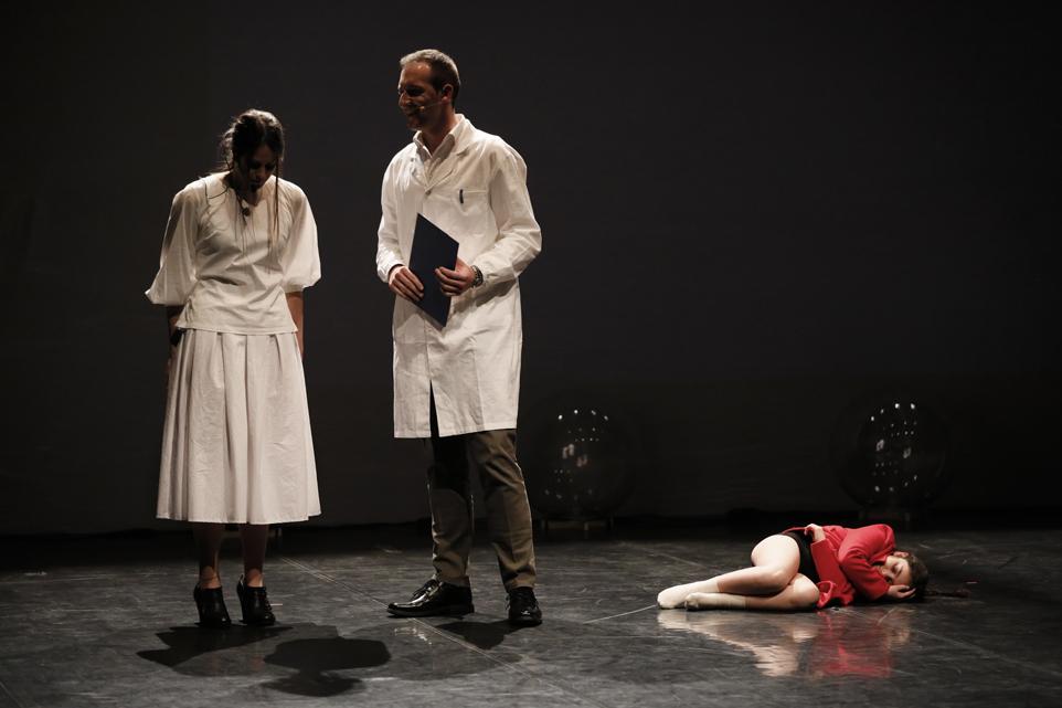 """Photo of Dopo cinque sold out, torna """"Storie dal manicomio"""" alla Lavanderia a Vapore"""