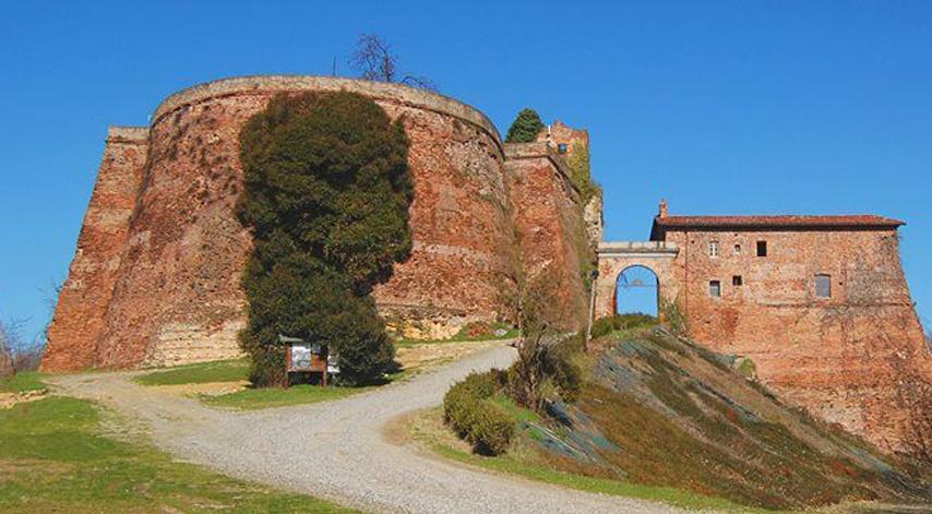 Photo of Alla scoperta della Rocca di Verrua, passando per il sito archeologico di Industria e i borghi di Brusasco e Tonengo