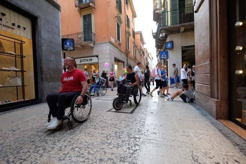 """Photo of In carrozzina per capire i problemi dei disabili, a Torino arriva """"La Skarrozzata"""""""